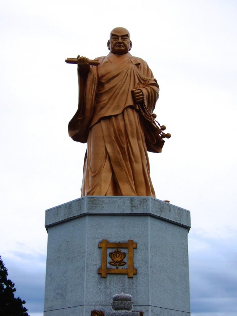 日蓮の銅像を見てきました